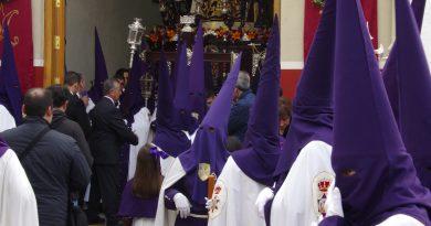 Retirada de túnicas e inscripciones para el Domingo de Ramos