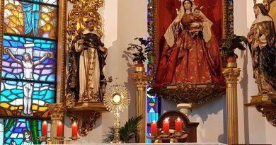 La Vigilia de Adoración al Santísimo junto a la Cruz Misionera